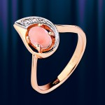 Кольцо золотое с корaллом.