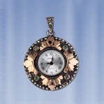 Серебряные часы - кулон. Изумруды