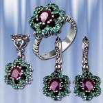 Гарнитур серебряный с рубином, изумрудами