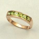 Золотое кольцо с перидотом