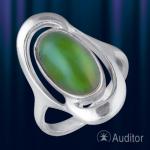 Кольцо из серебра 925°с нефритом.