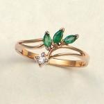 Золотое кольцо с бриллиантом и изумрудами