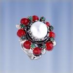 Серебряное кольцо с жемчугом. Гранат & Изумруд.