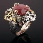Кольцо серебряное с агатом. Рубин & Изумруды