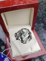 Серебряное кольцо с бледно-зеленым кварцем