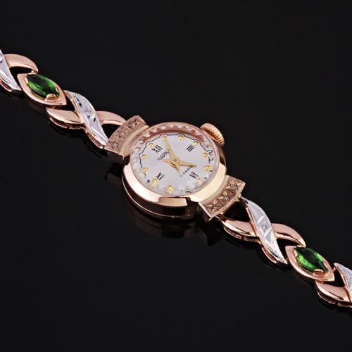 Иногда оставленные кем-то золотые наручные часы на столе означают шанс, которым стоит воспользоваться или полезное знакомство, которое сыграет большую роль в вашей жизни и судьбе.